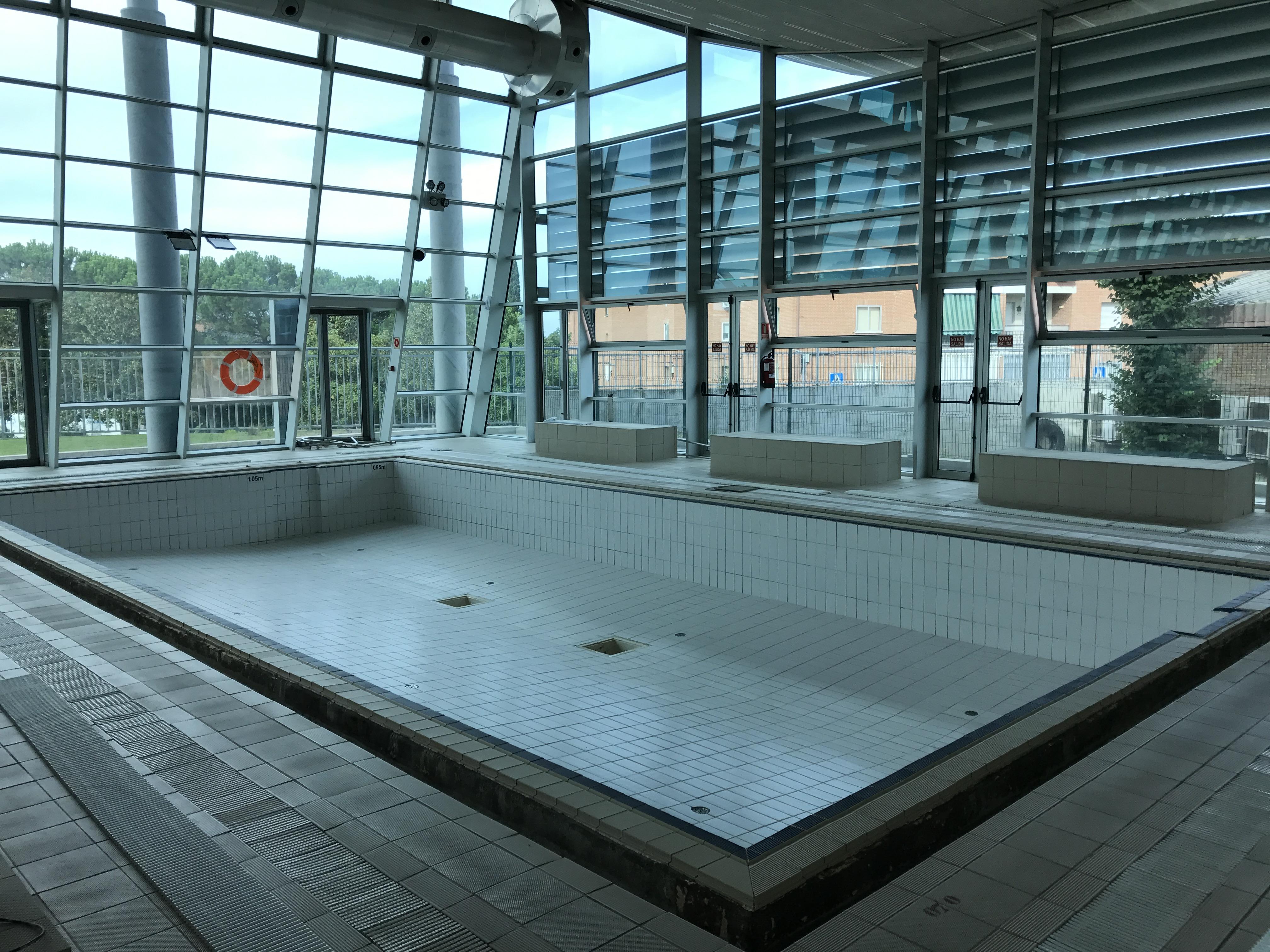 Parada t cnica para mejora de la piscina cubierta for Piscinas soto